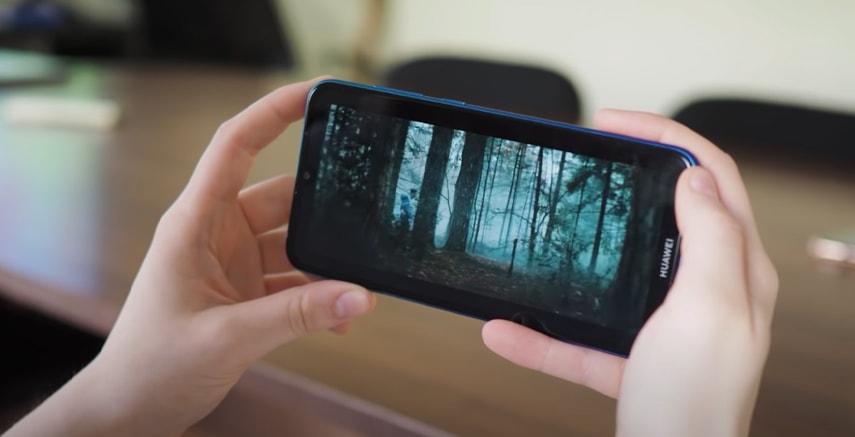 Экран смартфона Huawei Y7