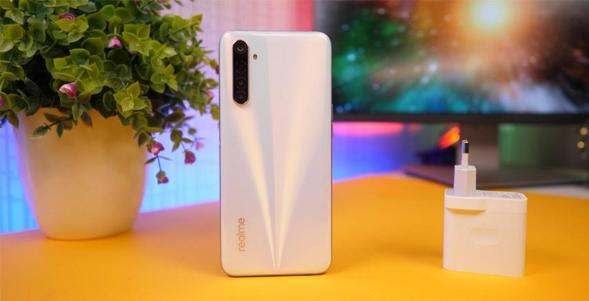 Широкоугольная камера у смартфона Realme 6